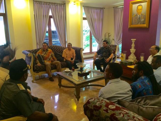 Para Ketua Adat Papua Dukung Tomi Soeharto