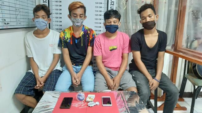 Polisi Ringkus 4 Orang,Diduga Pesta Sabu Di Kamar City Hotel